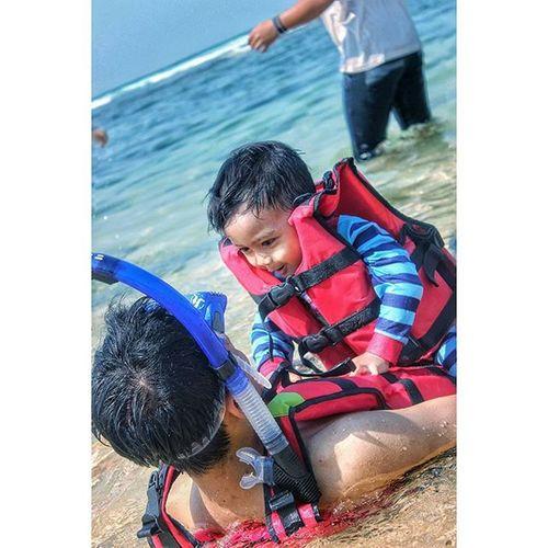 Kid at the beach Pantai Sundak Gunungkidul Kid Beach Canon