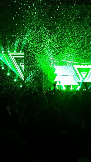 La mejor noche :') :D!!! HardwelllElectronic Music ShotssUnited We AreeThe BeasttPut Your Hands UppAmazingg