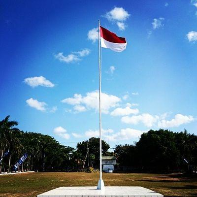 .....Merah Putih teruslah kau berkibar, diujung tiang tertinggi di Indonesiaku ini......Kamerahpgw_Kupang Kamerahpgw Sonyxperiaz1 Sonyxperiaid xtraordinarynoya