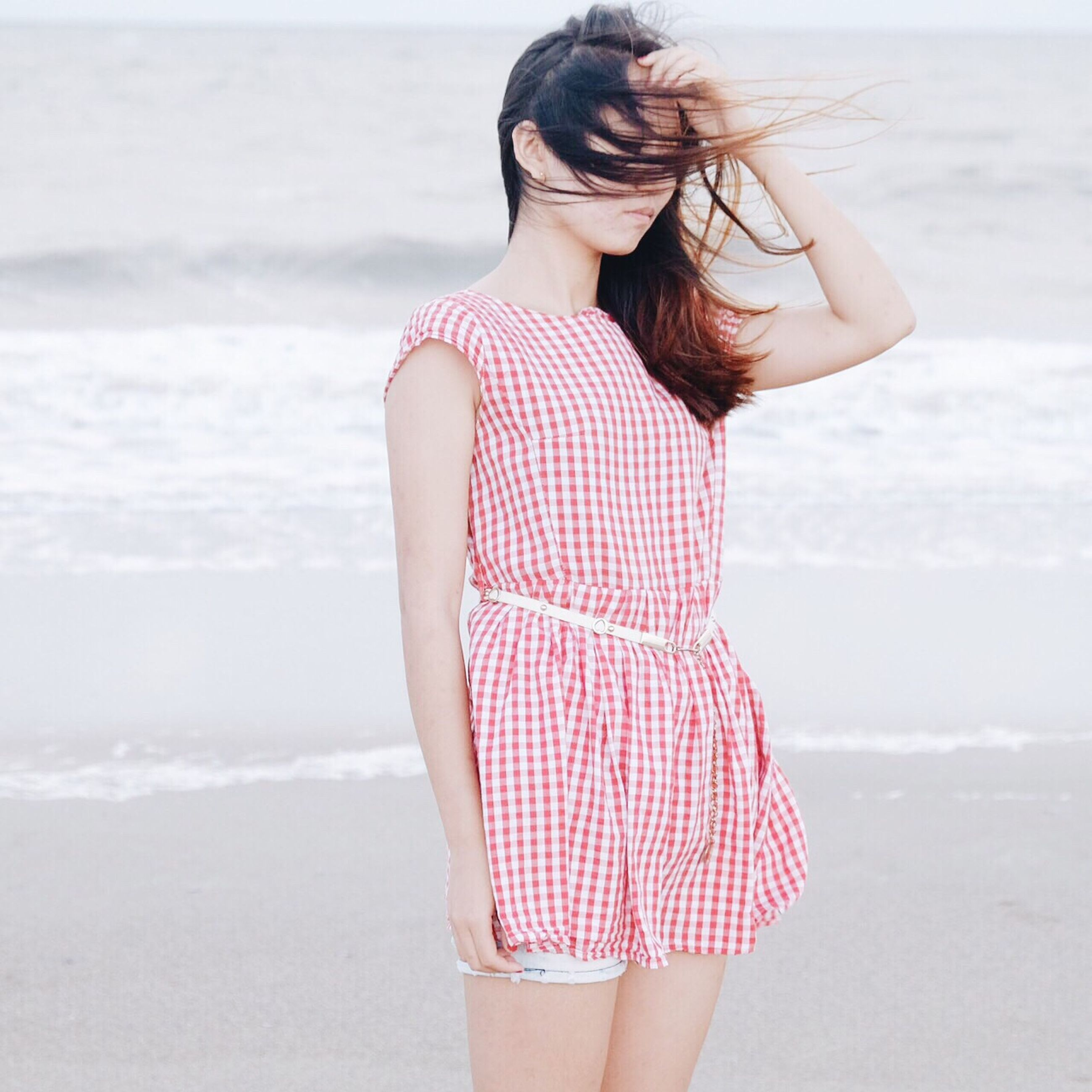 young women, young adult, lifestyles, sensuality, standing, leisure activity, long hair, sea, beach, person, three quarter length, beauty, casual clothing, dress, femininity, water