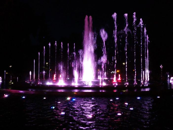 Lightsplay Budapest Hungary Check This Out Water Focus Close First Eyeem Photo Pink Color Hello World Margitsziget Margitisland