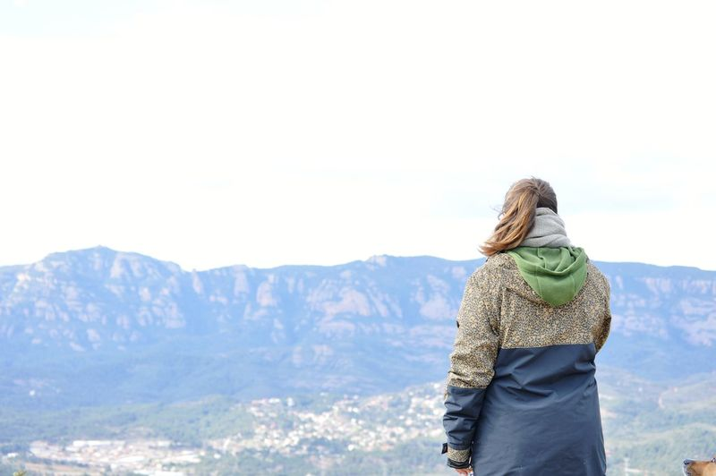 paradise Picoftheday Mountain Catalonia Warm Clothing Snow Blond Hair Calm Tranquil Scene Tranquility Rocky Mountains Non-urban Scene Remote Mountain Range Scenics Idyllic Coast Winter Coat Hood - Clothing EyeEmNewHere