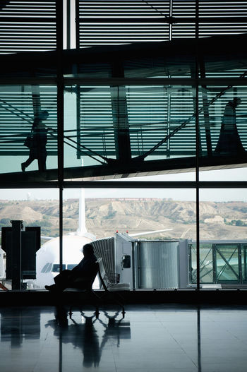 Silhouettes Travelers Airport Shapes