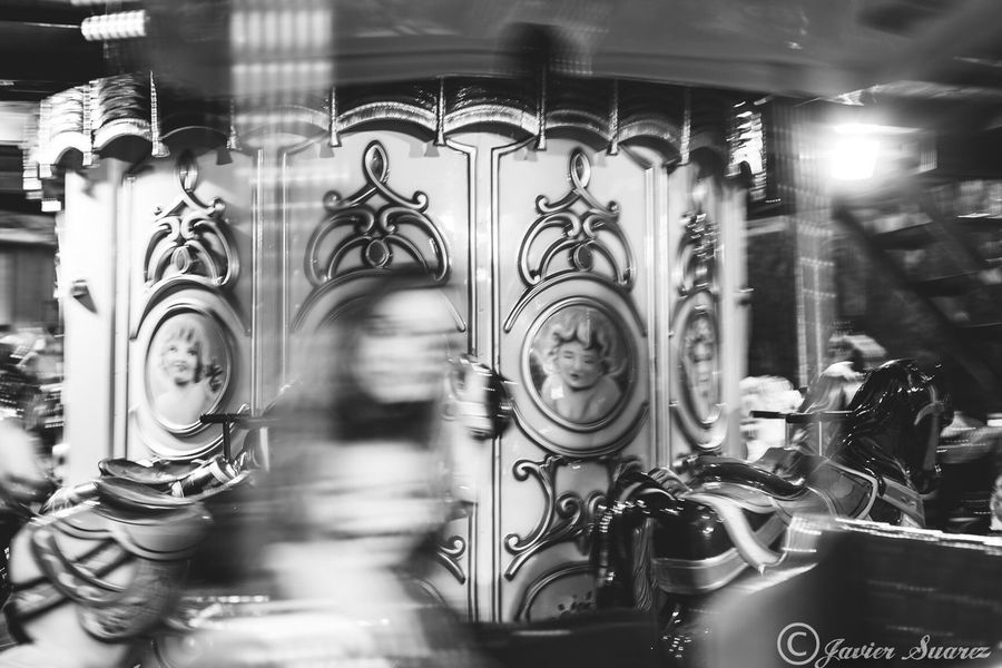 Paseando en tiovivo Amusement Park Ride Amusement Park Carousel Arts Culture And Entertainment No People Close-up Day Outdoors Canon 50mm 1.4 Streetphotography Capture The Moment