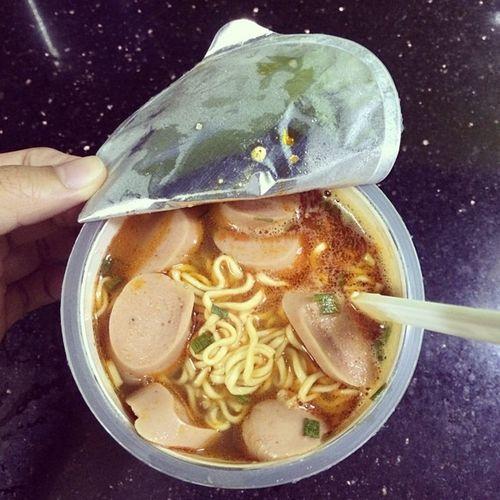 Ko ăn mà chết và chết vì ăn thì thà chọn đc ăn còn hơn :3 Midnight Noodlecup