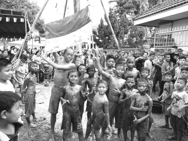Human Interest Children Panjat Pinang Independence Day EyeEm Indonesia EyeEmIndonesiaKu EyeEm Best Shots EyeEm Gallery Blackandwhite Travelensa