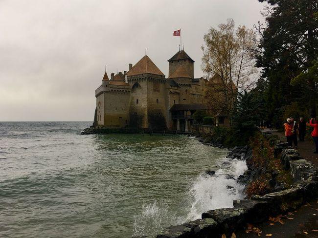 Veytaux Chillon Castle 🇨🇭 Switzerland Architecture Traveling Landscape Landscape_photography Traveling Photography Autumn🍁🍁🍁 Cloud And Sky Lake View