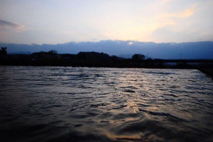 세계 Snapshots of Life Scenics Snap Water Sunset Nature Sky Lake Tranquility Rippled Tranquil Scene Scenics No People Outdoors Beauty In Nature Waterfront Reflection Cloud - Sky Close-up EyeEmNewHere