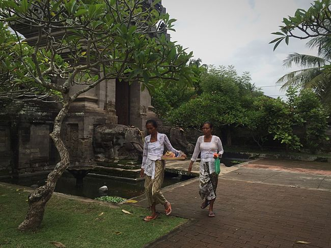 Pura Desa Pesah Batuan.... After Galungan and Kuningan Celebration in Bali. Outdoor Photography Ladies Afternoon Walk Rainy Day Holiday Weekend Gateway