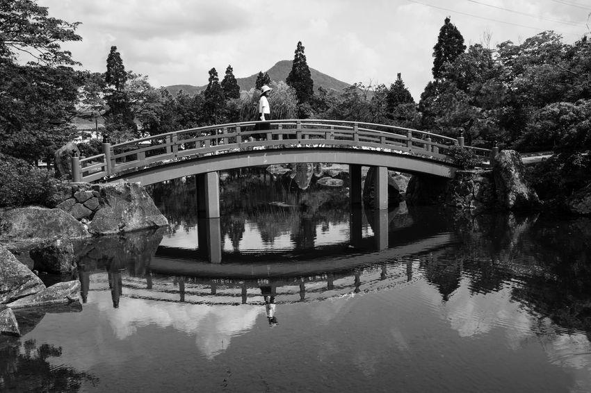 Art Artな写真 Beautiful Blackandwhite Bridge EyeEm Best Shots Female Japan Landscape Photography Monochrome Photographer Photography Sky Streetphotography Weekend モノクローム 人 公園 写真 写真家 女性 日本 映り込み 橋 空