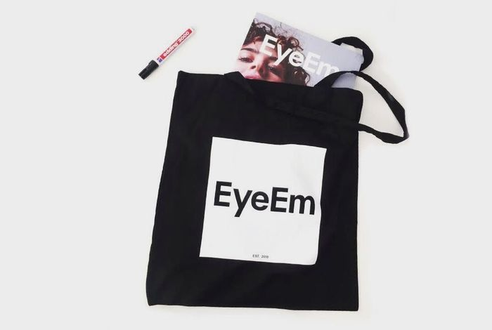 NEW IN SHOP: Our new EyeEm Mag Bag + buy Volume III of EyeEm Magazine and get a free Mag Bag! 👉🏼👉🏼👉🏼 http://swag.eyeem.com/product/v3-mag-bag EyeEm Swag Hello World Check This Out Minimalism EyeEm Best Shots That's Me Cheese! Shopping ♡ Store We Love Photography