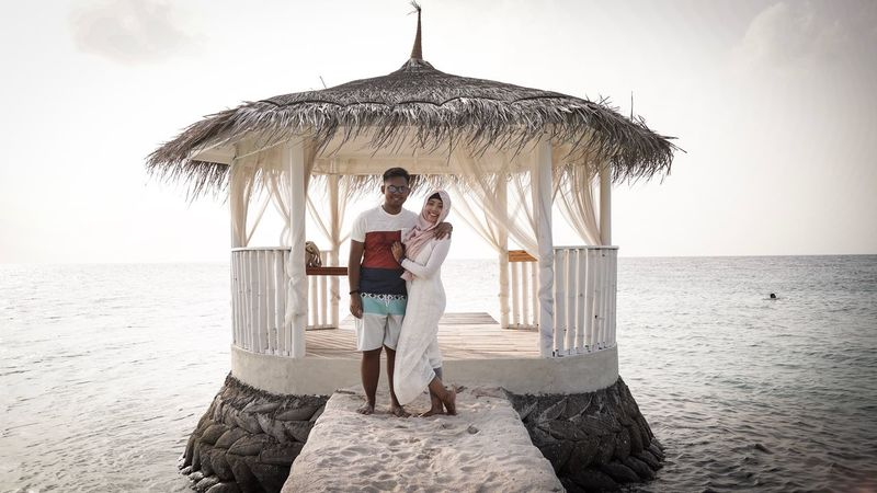 Stand by me no matter what Sea Getting Away From It All Vacations Beach Relaxation Eye4photography  Maldives Outdoors The Week On EyeEem Honeymoon Love Togetherness Newlyweds Couple Sunset Eternity Vacations Husband And Wife Wedding