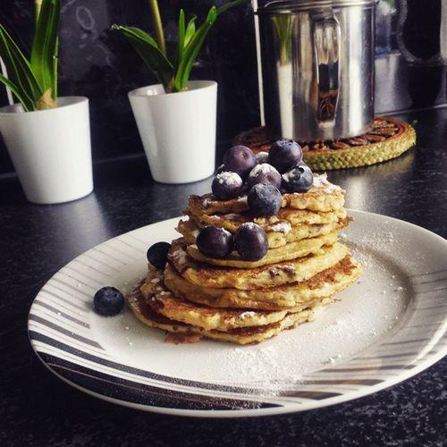 Morning Breakfast Mutimiteszel Cassis Bananpancakes Bonapetit