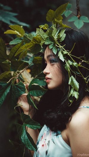 Leaf Real People One Person Young Adult Young Women Day Tree Beautiful Woman Plant Outdoors Green Color Women Branch Nature Close-up Portrait One Young Woman Only Adult Adults Only People EyeEm Selects