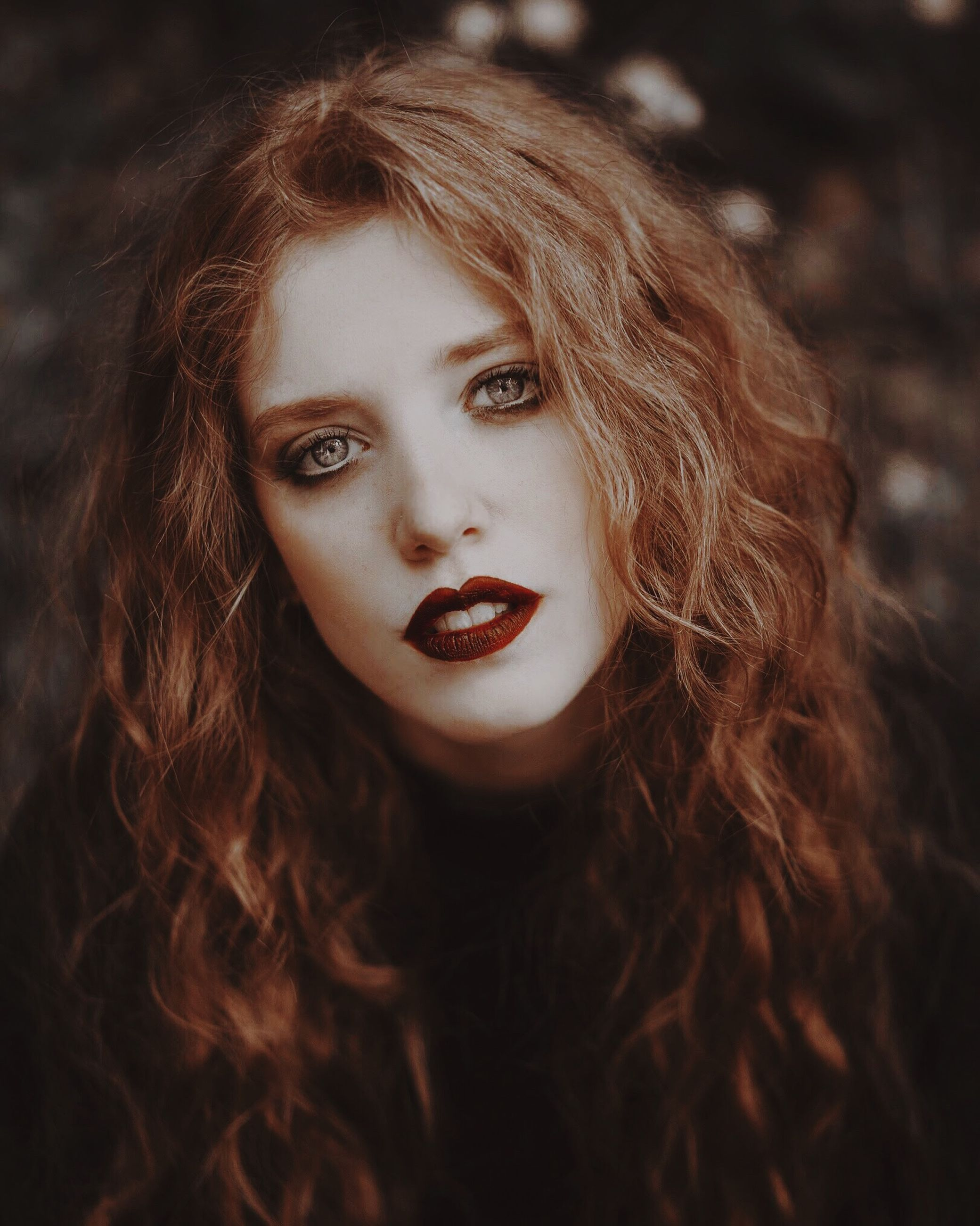 portrait, hair, hairstyle, one person, looking at camera, long hair, headshot, young adult, lipstick, young women, beautiful woman, women, beauty, make-up, front view, curly hair, focus on foreground, real people, adult, wavy hair, teenager