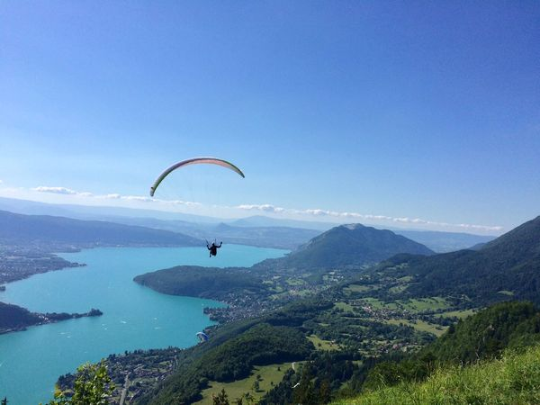 Extreme Sports Adventure Parachute Mid-air Real People Leisure Activity Nature Mountain One Person Day Paragliding Unrecognizable Person Scenics Beauty In Nature Lifestyles Sport Vitality Outdoors Tranquility Weekend Activities France Landscape Paragliding Annecy Lake Cloud - Sky