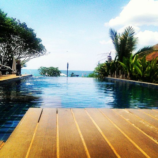 Infinity pool at La Laanta resort Kohlanta Thailand Southeastasia Travel Wanderlust