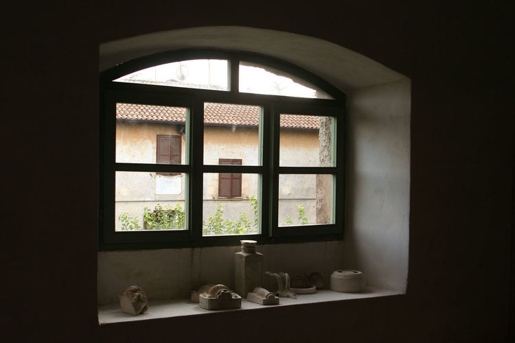 Window with objects Art And Craft Objects Roof Built Structure Ceramic Art Ceramic Art Craft Indoors  Italy Lazio Via Amerina Window Window View Windows