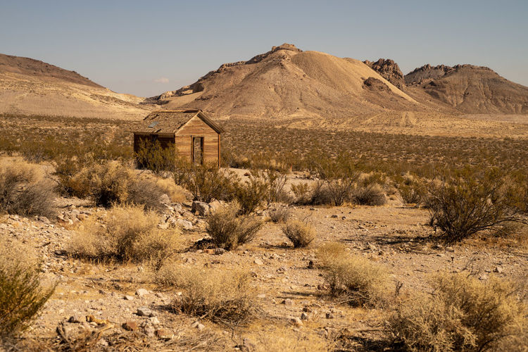 Tiny abandoned house in mojave desert ghost town of rhyolite, nevada