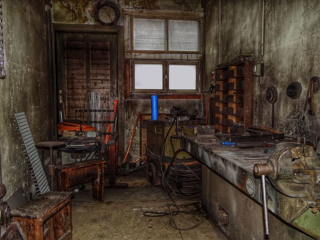 Working place. Indoors  Architecture Obsolete Lostplaces Lostplace Kulmbacher Spinnerei Shabby Working Hard Working