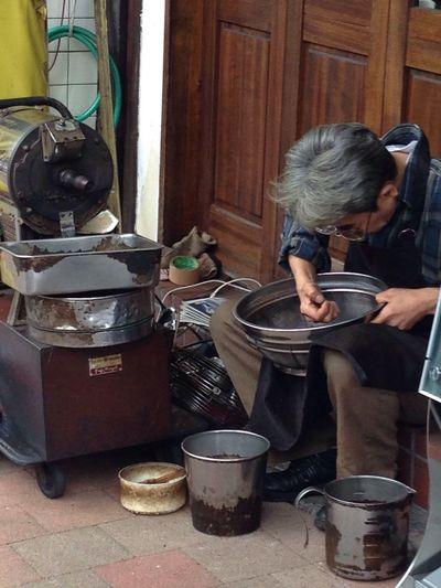 Preparing my morning coffee. Coffee Meguro Goodmorning Caffeine