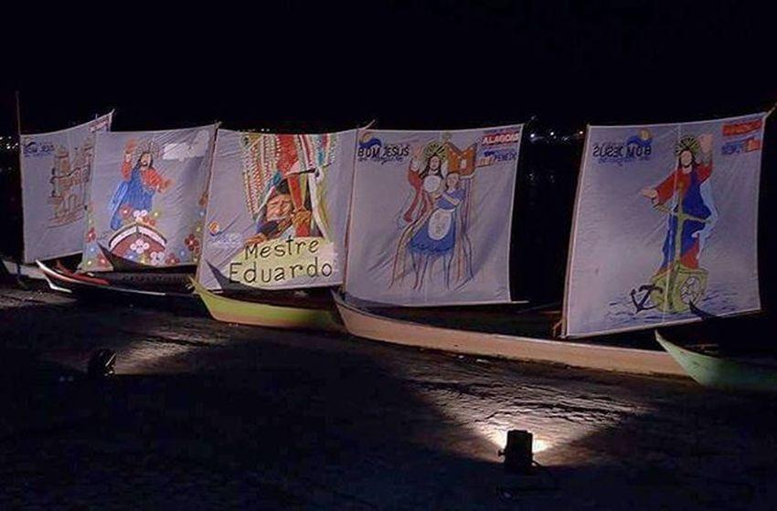 Exposição 'Barcos à Vela' encerra primeira noite de comemorações do Bom Jesus dos Navegantes, exibindo o fillme Espelho D'Água, produzido por Carla Camurati, estrelado por Fábio Assunção e rodado também em Penedo. Festadobomjesus Turismo Turismopenedo Bomjesus2016 Terralinda Divulgaalagoas Cultura Lazer Brasil Penedo Alagoas Divulgação Barroca Brhistoricalcities Arquitetura Maiorcentrohistoricodealagoas