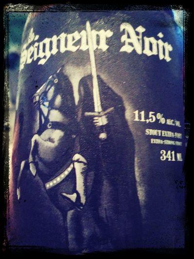 Même en essayant de mettre de la couleur à cette 12e bière, on y arrive pas... Noir d'âme comme son petit goût chocolaté! DégustationCéréRobertson2013