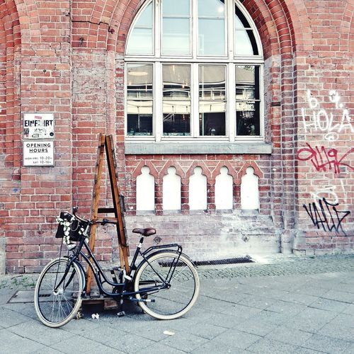 No trip to Berlin without visiting Hallesches Haus 👍 .... Brick Building Bricks Brick Wall Berliner Ansichten EyeEm Gallery Berlin Kreuzberg Built Structure Architecture Cityscape Berlinlove Streetphotography Wall Textures Wall Art Abandoned Buildings Bicycle Parking Views From The Sidewalk City Life Graffiti Sidewalk Photograhy Wellplacedbike Facadelovers Sidewalk Discoveries Bicycle Rack