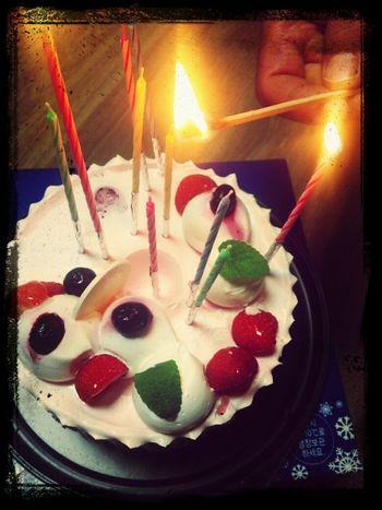 오늘은 나의 귀빠진 날♥ 8월의첫날 케이크에 불을 지피며... 촛불끄기 하이라이트! Happy Birth Day 냠냠