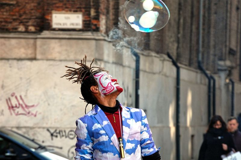 Street Artist Soap Bubbles Blue Dress Clouds Street Photography Nikon Photography Artist Entertainment City Clown Men Arts Culture And Entertainment Portrait Vitality Individuality Street Performer My Best Photo The Art Of Street Photography