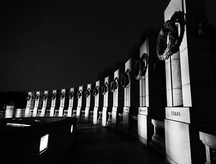 Infinite_pixels WWII Memorial WashingtonDC Historic History Nationalmall Igdc Washingtondaily Mydccool ACreativeDC Dctography War USA Uscapital Bw Bnw Bnw_society Street