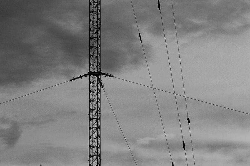 「自立できない干潟の鉄塔」 なんだか右に傾いてるように見えるけど、垂直はとれてんだよな~♪(;^_^A そう見えるのは俺だけか?σ(^◇^;) それともトリックアート?(*´艸`) 鉄塔♡Love Hanging Out Taking Photos Hello World Hi! Hello EyeEm Best Edits EyeEm Black And White Black And White Photography Black & White Steel Tower  Steel Tower 💙 Love Eyeemphotography EyeEmBestPics Taking Pictures Seaside EyeEm The Best Shots Hello EyeEm EyeEm Gallery EyeEm Best Shots Silhouette シルエット部 Silhouettes Silhouette_collection