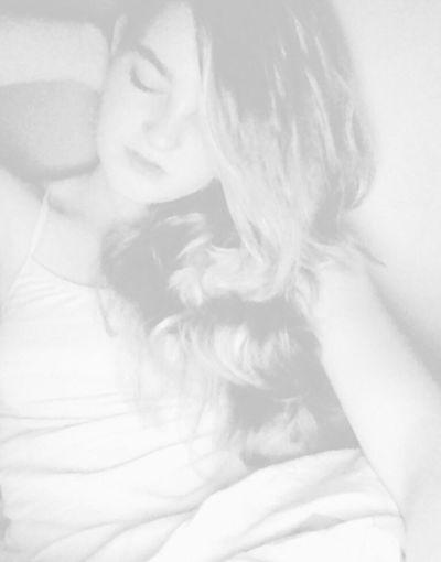 Home- Hair Pose Bed Selfie
