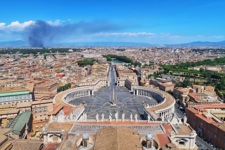 something's burnin' Basilica Di San Pietro In Vaticano Basilica Clear View Ants Hotspot Vatican Vaticano OverTheClouds Bigcity Burning Piazza SanPietro High Angle View Outdoors Cloud - Sky Day Architecture Travel Destinations Sky Cityscape City