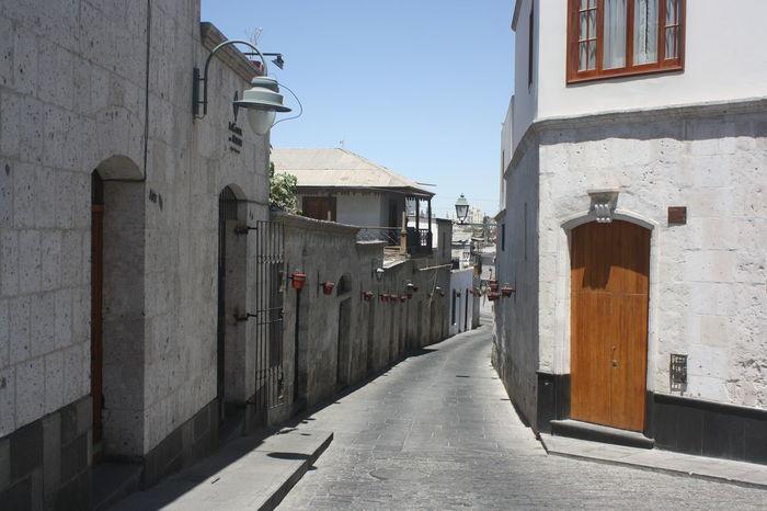Calle Arequipeña, Arequipa, Perú Arequipa Arequipa - Peru ArequipaLover ArequipaCity Street Streetphotography Streetphoto_color Streetview Streetshots