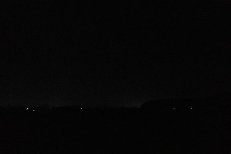 いま、北の空にすごく大きな光が流れた!緑色で尾が赤。流星?隕石?すげー! 隕石? 流星? Night Dark Nature Tranquility Copy Space Beauty In Nature Tranquil Scene