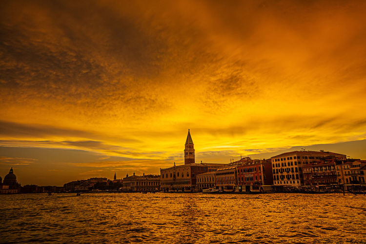San Marco Square Venedig, Ohne Touristen, Lagune, Frühling, Venice, WithoutTourists, Springtime, City, Sea, Water, Historical, Old Town Venezia Venice, Italy Claudly, San Marco Sunset Vellow