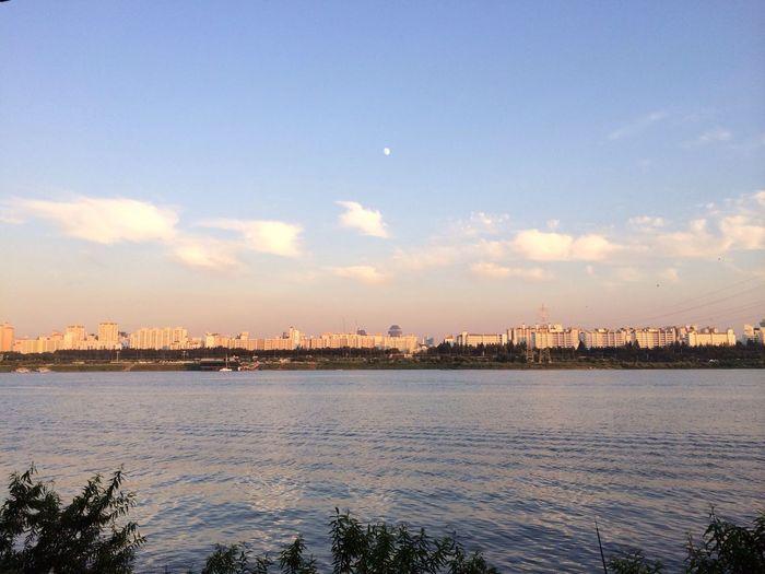 한강북단을 따라 리커버으~리! Han River Blue Sky Moon