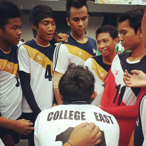 #Briefing before their #game against #republicpoly Itece Polite2012 Teamite Republicpoly Sportsphotography Sports Singapore Game Handball Team Sg Briefing ITE