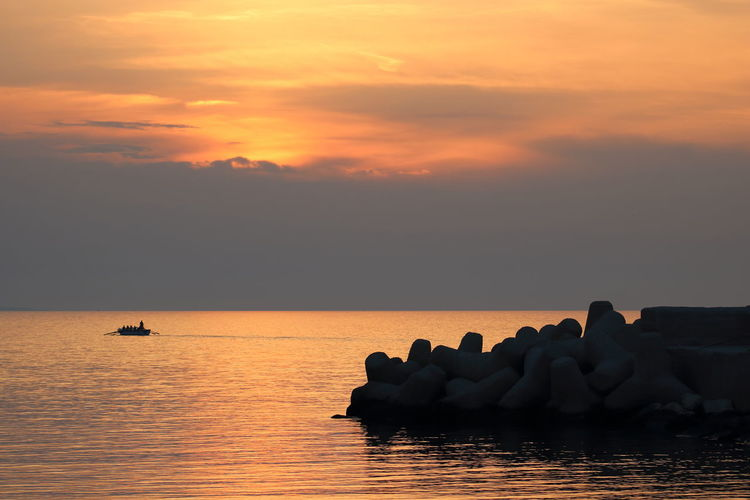 Beauty In Nature Cloud - Sky Horizon Over Water Idyllic Nature Orange Color Rock Rock - Object Scenics - Nature Sea Silhouette Sky Sunset Tranquil Scene Tranquility Vassel Water Waterfront