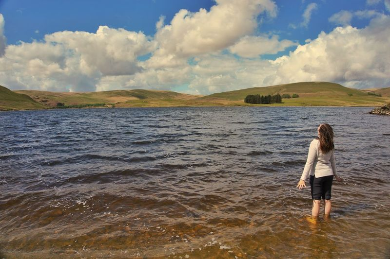 Cooling off in the lake... __________________________________________________ Follow me on: www.facebook.com/jgphotographyofficial www.instagram.com/jg.photography.official __________________________________________________ #nature #swim #lake #reservoir #osmaps #fantastic_earth #naturephotography #lovenature #landscapephotography #landscape_captures #discoverearth #outdoors #women #DiscoverCymru #WalesAdventure #WalesOnline #igerswales #visitwales #elanvalley #sonya6000 #sonyimages #sonyphotography #sonyalpha #SonyAlphasClub #Photography #travel #explore #adventure #getoutside #hiking by @jg.photography.official One Person Cloud - Sky Sky Rear View Real People Standing Nature Leisure Activity Lifestyles Full Length Day Tranquil Scene Outdoors Water Tranquility Scenics Beauty In Nature Young Women Young Adult Women Sony A6000