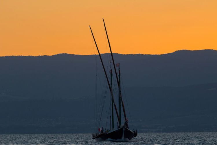 Sailboat on the Leman lake. ⛵ EyeEm Selects Sun Sunset Lac Léman View Awesome Nature Canon Photography Tranquility Gorgeous France Mountain Sky Beautiful Colorful Trip Travel Boat No People Outdoors Silhouette Sailboat Water Sunlight