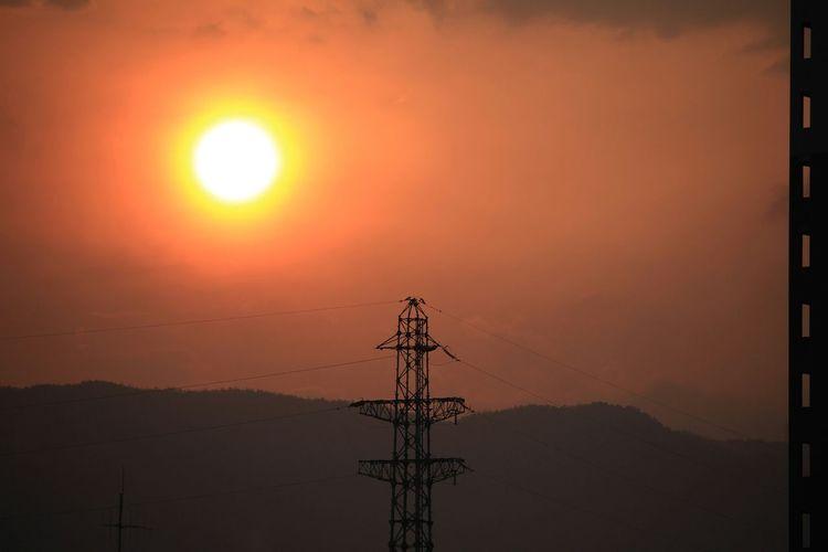 いつかの夕陽と 鉄塔♡Love Nature Beautiful Nature EyeEm Best Shots - Nature Sunset Sunset Silhouettesと *CHIE* 会長