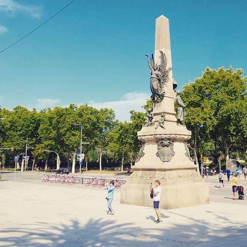 Испания. Барселона. Улица. Лена 😺. Июль 2015. BSN Barcelona SPAIN Walking instagood beautiful follow bestoftheday instagramers like nature monument creativity incity k_zoom