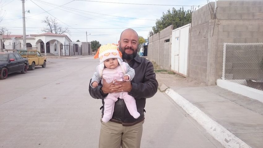Con mi hija pequeña Comarca Lagunera Sunset FIM Coahuila, México God Is Good God Is Great My Fadhila My Beloved Daughter Fadhila Beard EyeEm Selects Togetherness Love Family With One Child Adult Father Front View Happiness Smiling Child Childhood Men Sky
