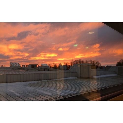 Well, this time I did see this incredibly beautiful sky when I was in school so why not take a pic then..? 🌄🌇😍👀👆🏻🙌🏻 Sky Sobeautiful Redandyellow Amazing Januaryweather Howawesome Jakobstad Finland