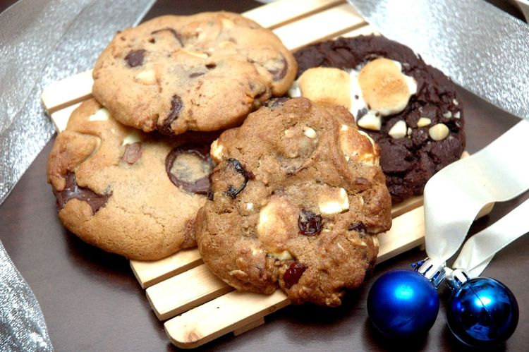 Chocolate Chocolate Chip Eyeem Philippines Eyeem Philippines Album Marshmallows Chocolate Chip Cookies Close-up Cookie Day Food Food And Drink Freshness Healthy Eating High Angle View Indoors  Indulgence Macadamia No People Plate Ready-to-eat Sweet Food Table Temptation