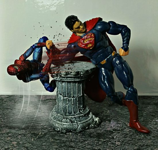 Toyphotography Actionfigures Spiderman Manofsteel Armwrestling