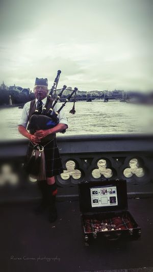 London Onabridge Singer  Streetperformer Close-u Streetperformance Scotish Kilt Maninkilt