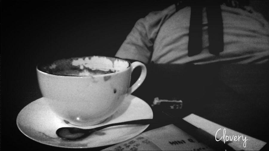 一杯失敗拿鐵給寂寞的我… Silently Mobile Photography Black & White That's Me